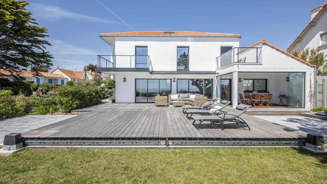 Face à la mer terrasse mobile piscine Piscine avec terrasse mobile Gris clair