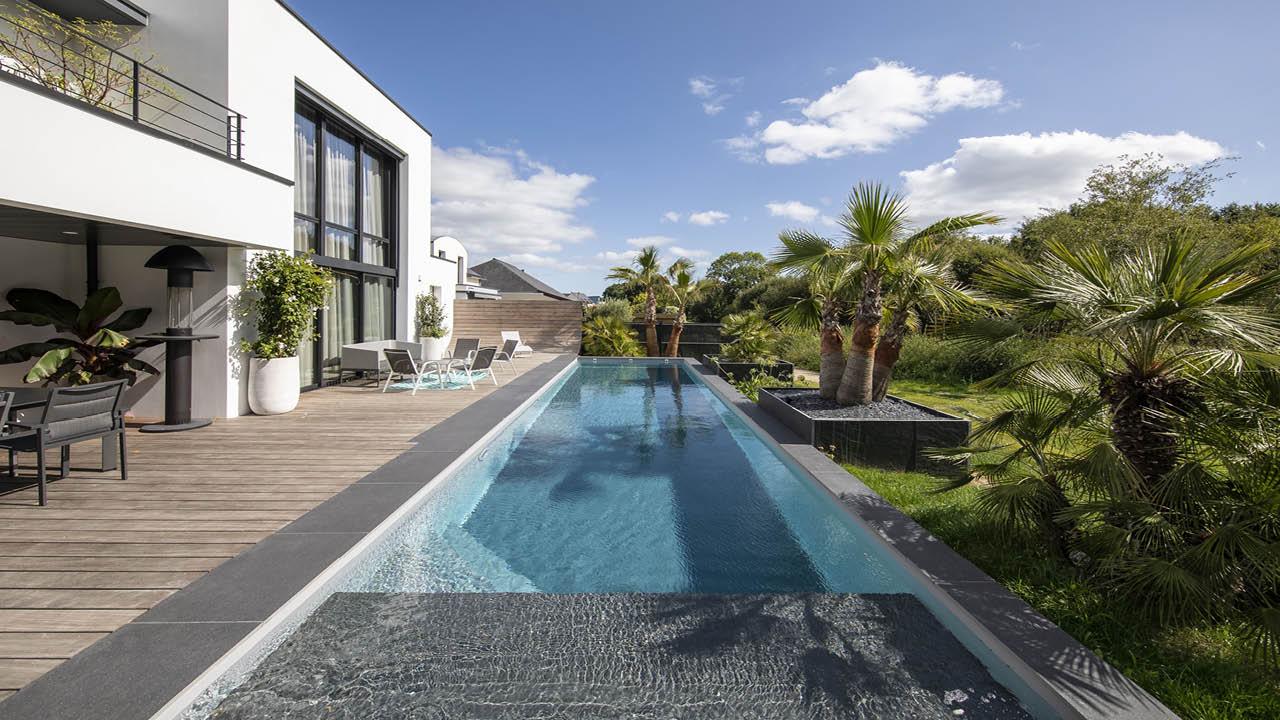 Une belle longueur d'avance couloir nage maison palmiers Couloir de nage 3D Gris béton