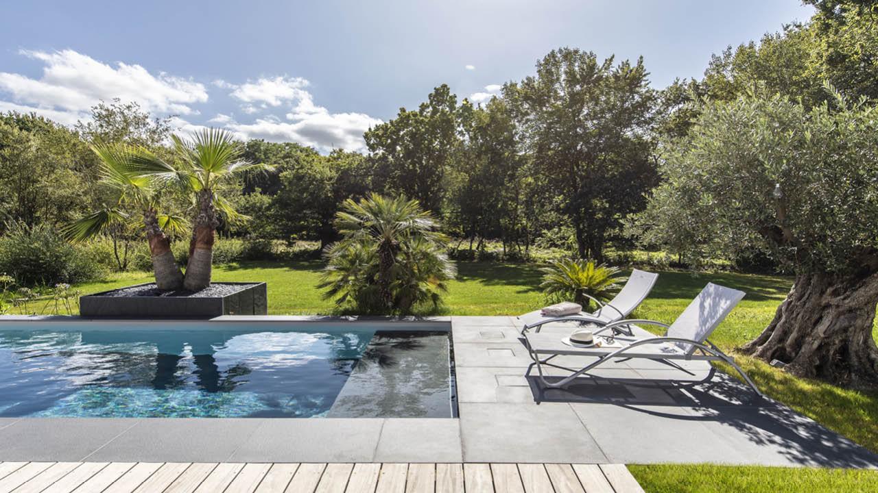 Une belle longueur d'avance couloir nage maison transat banquette Couloir de nage 3D Gris béton