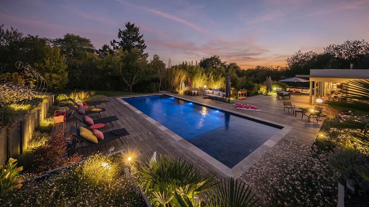 La beauté des détails piscine paysagee deco eau bleu foncee nuit Piscine paysagée 3D Gris ardoise