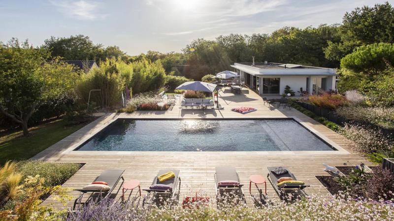 La beauté des détails piscine paysagee deco terrasse bois Piscine paysagée 3D Gris ardoise