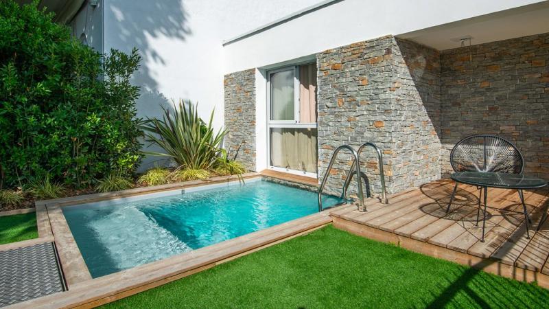 Pisciniste Biarritz piscine exterieure accolee a la maison klea 64