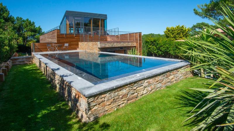 Pisciniste Biarritz piscine exterieure semi enterree moderne klea 64