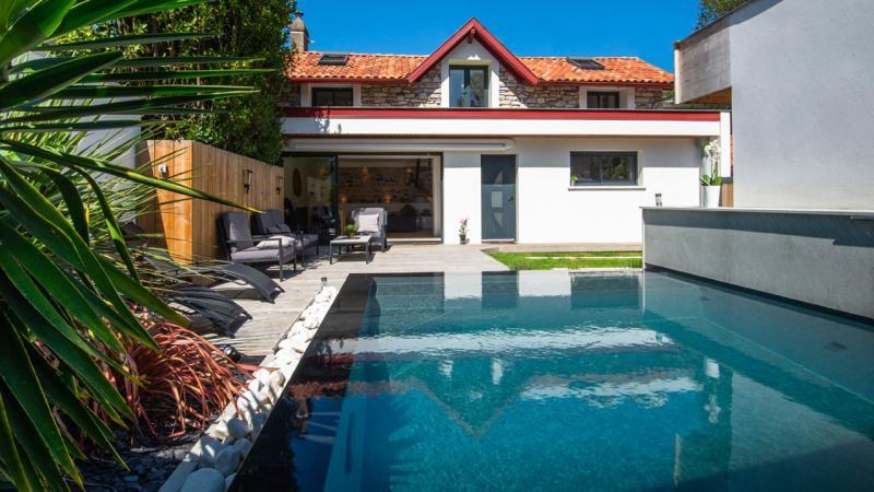 Pisciniste Biarritz superbe piscine a l eau cristaline pays basque klea 64