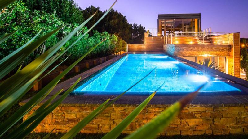 Pisciniste Biarritz superbe piscine exterieure eclairages nocturnes klea 64