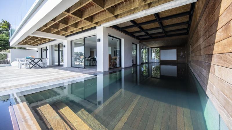 Une piscine d'exception piscine exceptionnelle Piscine à fond mobile Piscine In&Out Piscine miroir minéral