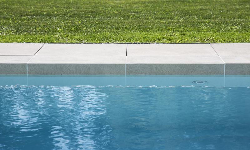 Ligne d'eau minérale Gris clair Terrasse à fleur d'eau