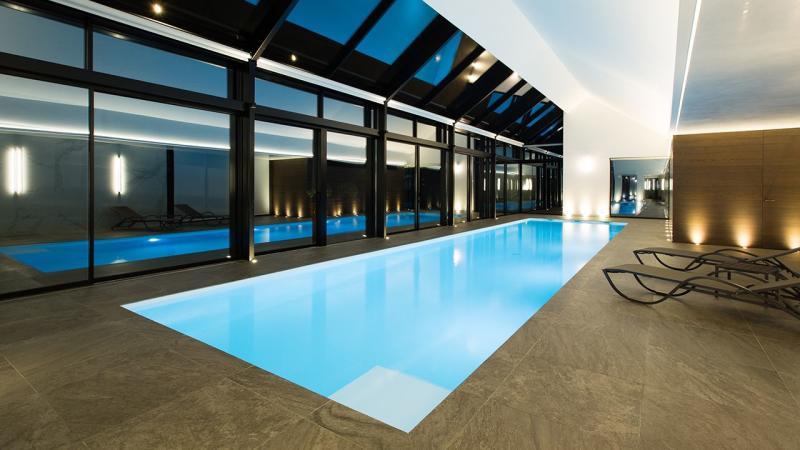 Pièce d'eau personnelle maison avec piscine interieure Piscine intérieure Blanc