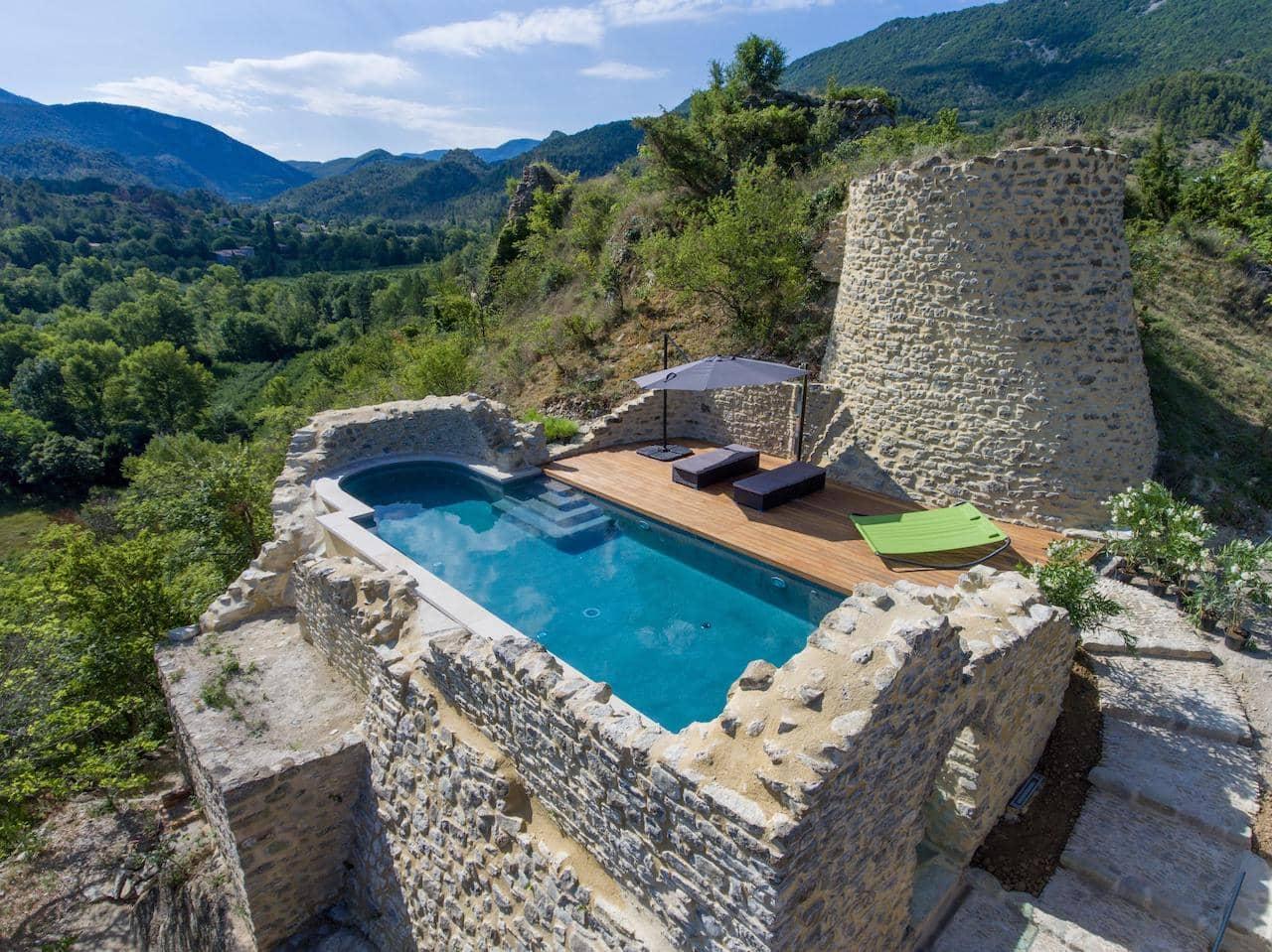 premier-prix--superbe-piscine-residentielle-exterieure