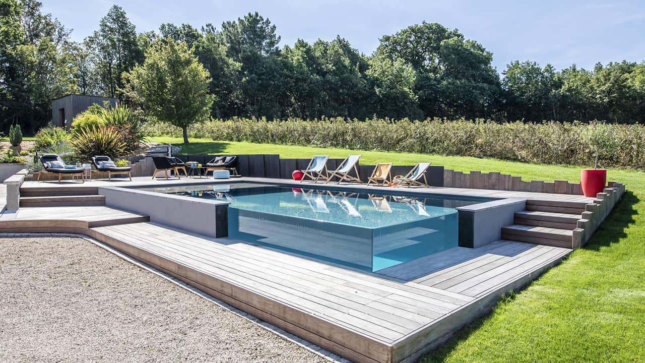 Pointe d'eau renversante Piscine debordement angle verre esprit piscine 2020 46 Piscine à débordement Piscine à paroi vitrée Gris anthracite