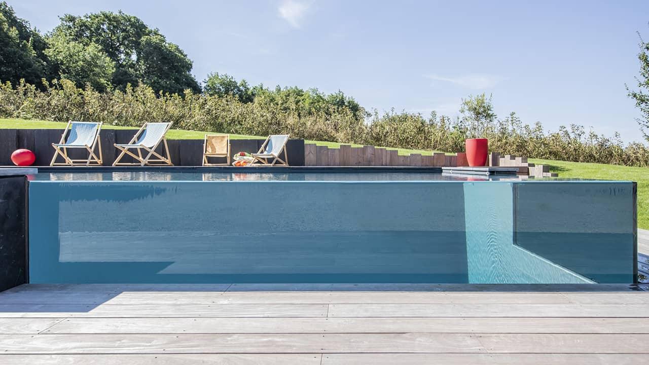 Pointe d'eau renversante Piscine debordement paroi verre esprit piscine 2020 47 Piscine à débordement Piscine à paroi vitrée Gris anthracite