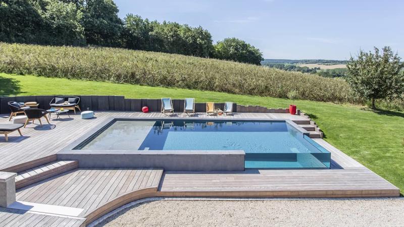 Pointe d'eau renversante Piscine debordement paroi vitrée esprit piscine 2020 50 Piscine à débordement Piscine à paroi vitrée Gris anthracite