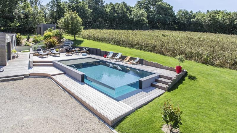 Pointe d'eau renversante Piscine debordement paroi vitre esprit piscine 2020 48 Piscine à débordement Piscine à paroi vitrée Gris anthracite