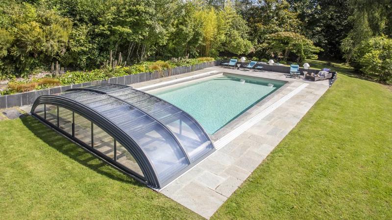 Baignade en toute discrétion abri piscine esprit piscine 2020 Abris de piscine 3D Grège
