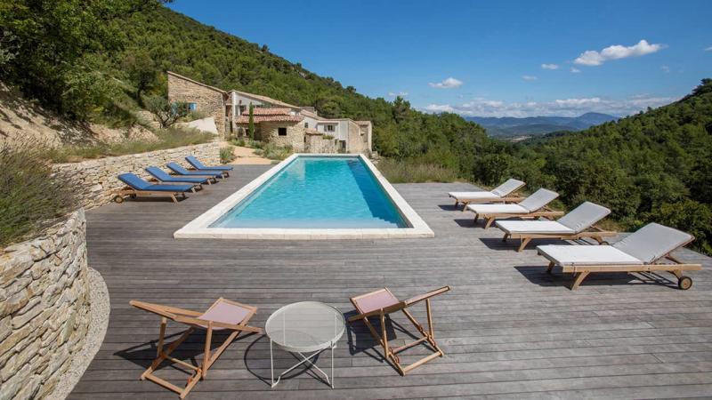 Baignade de quiétude couloir nage nature terrasse bois esprit piscine 2020 40 Couloir de nage Gris clair
