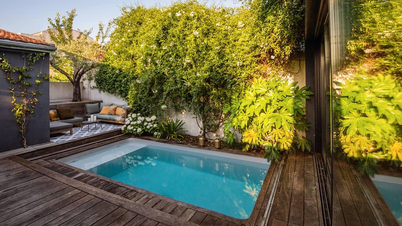 Petite piscine, grand succès petite piscine citadine 10m2 esprit piscine 2020 17 Piscine citadine Gris clair