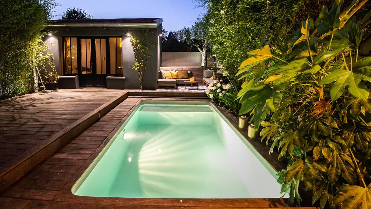 Petite piscine, grand succès petite piscine citadine nuit esprit piscine 2020 15 Piscine citadine Gris clair