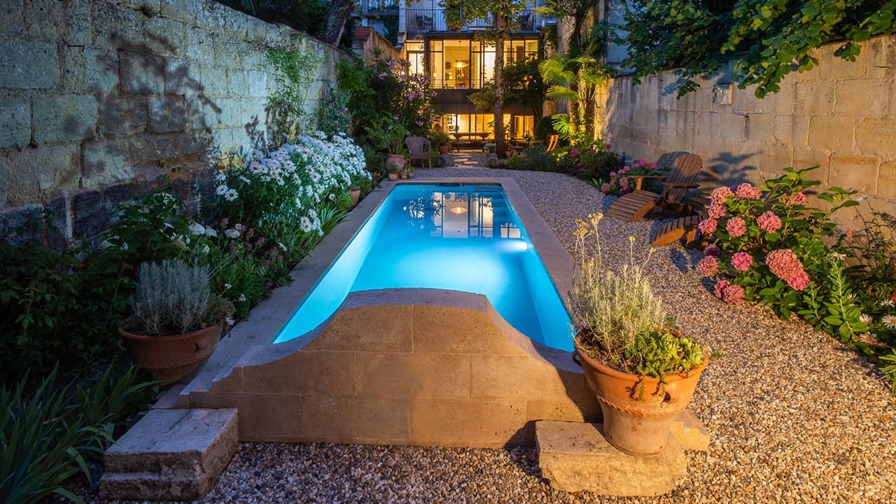 Bassin citadin petite piscine citadine nuit esprit piscine 2020 26 Piscine citadine Gris anthracite