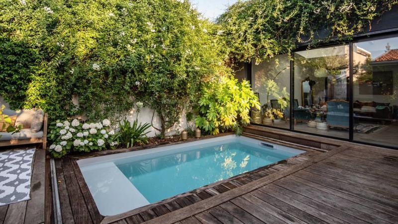 Petite piscine, grand succès petite piscine citadine ville esprit piscine 2020 16 Piscine citadine Gris clair