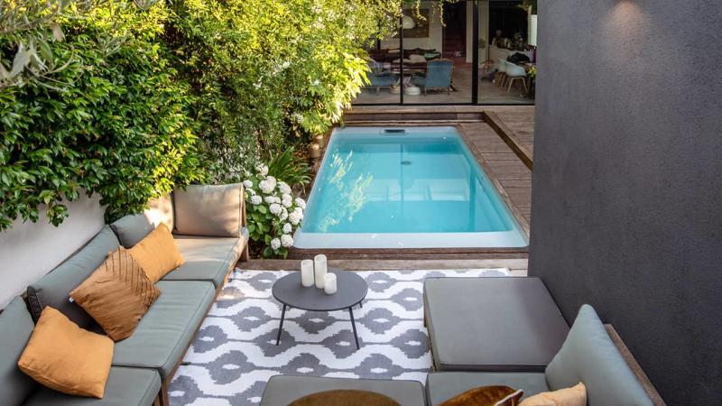 Petite piscine, grand succès petite piscine ville citadine esprit piscine 2020 19 Piscine citadine Gris clair