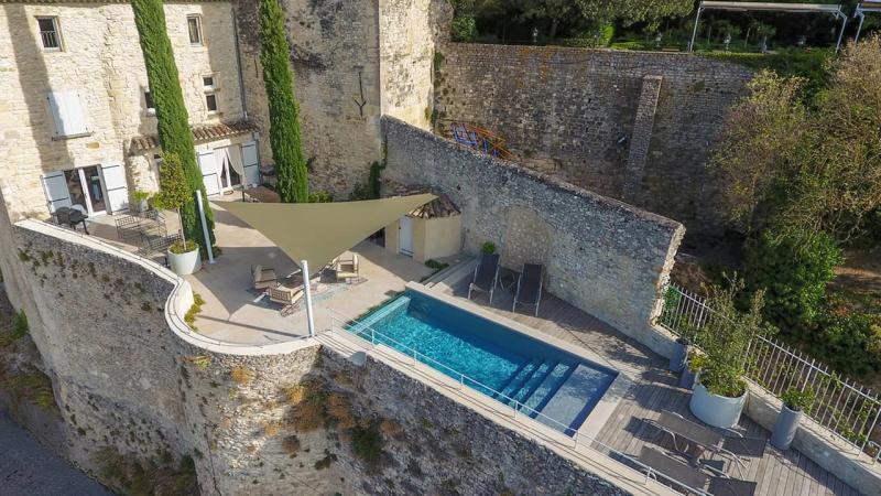 Zone de baignade époustouflante piscine exception esprit piscine 2020 107 Piscine à paroi vitrée 3D Gris béton