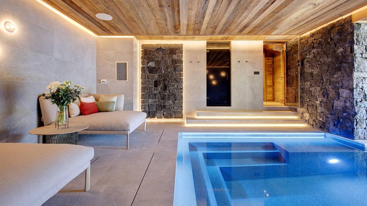 Détente à la montagne piscine intérieure chalet esprit piscine 2020 68 Piscine intérieure 3D Gris béton