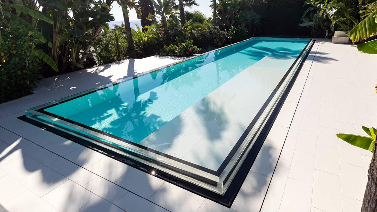Bord d'eau cristallin piscine miroir verre esprit piscine 2020 110 Piscine à paroi vitrée