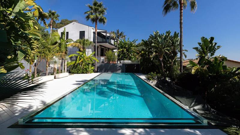 Bord d'eau cristallin piscine miroir verre esprit piscine 2020 113 Piscine à paroi vitrée