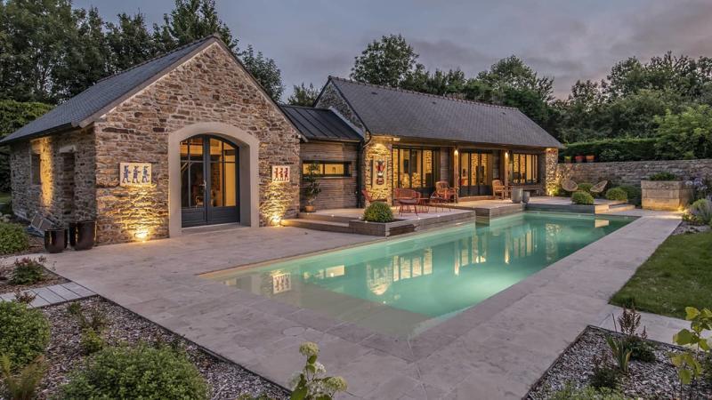 Paradis de vert et d'eau piscine paysagée crépuscule esprit piscine 2020 58 Piscine In&Out Piscine paysagée 3D Sable