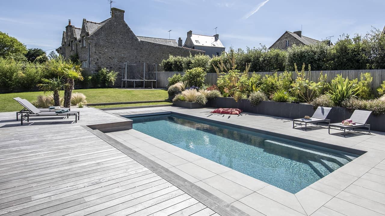 Intégration harmonieuse piscine paysagée esprit piscine 2020 116 Piscine paysagée Gris anthracite