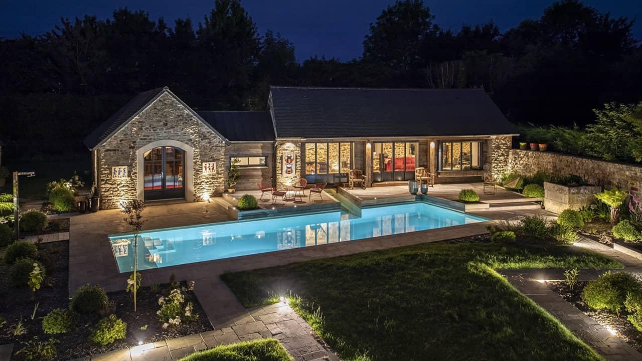 Paradis de vert et d'eau piscine paysagée nuit esprit piscine 2020 60 Piscine In&Out Piscine paysagée 3D Sable