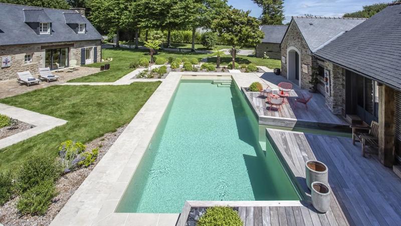 Paradis de vert et d'eau piscine paysagée sable esprit piscine 2020 55 Piscine In&Out Piscine paysagée 3D Sable