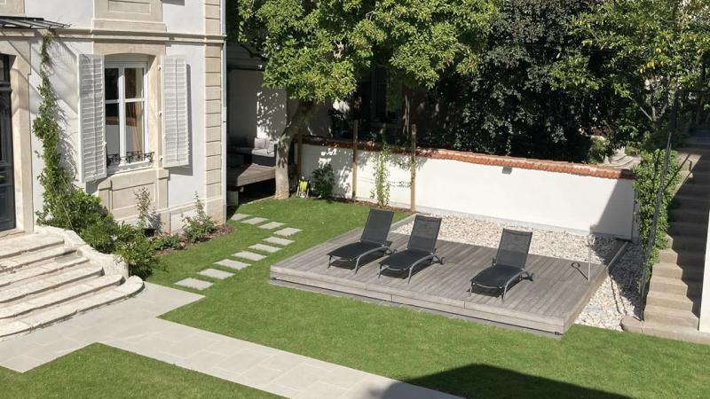 Eclipse d'eau piscine terrasse mobileesprit piscine 2020 123 Piscine avec terrasse mobile Gris clair